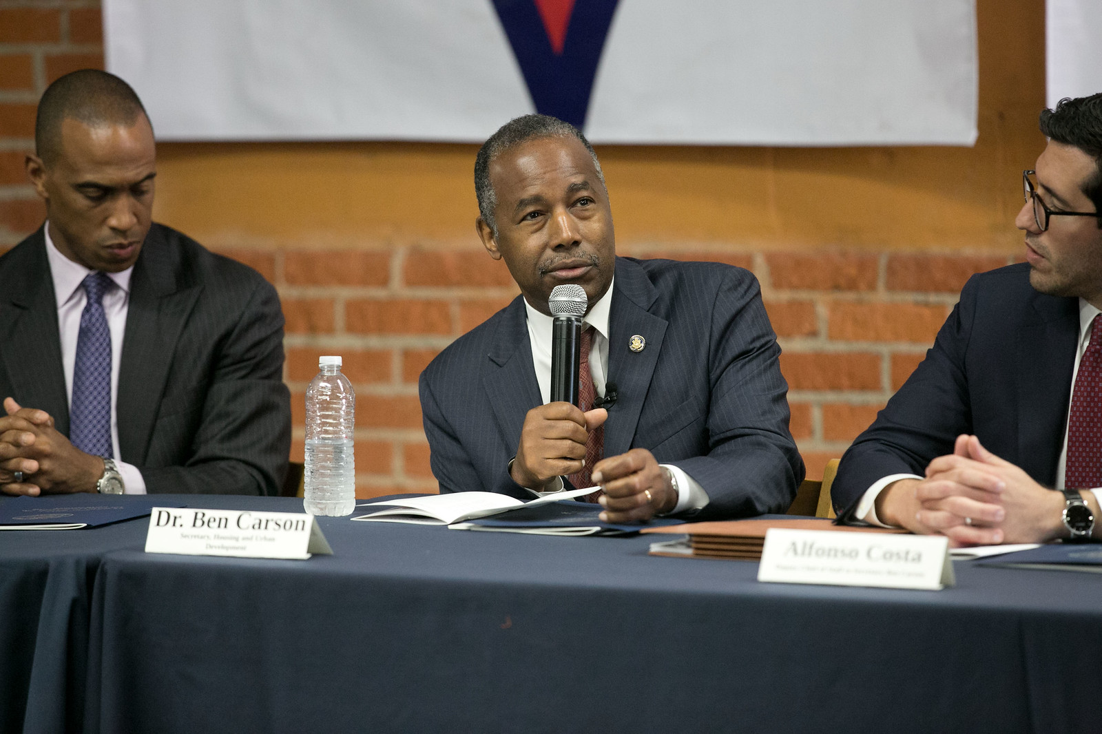 Secretary Carson leads a roundtable in Los Angeles